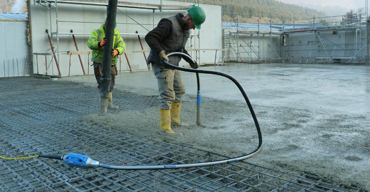 Выбираем глубинный вибратор для бетона